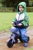 玩具自行车的孩子 库存图片