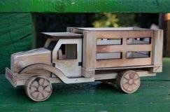 玩具,一辆木卡车 库存照片
