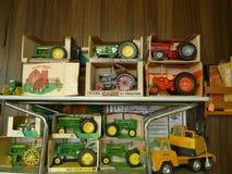玩具,老金属农用拖拉机, Ertl,案件IH,约翰Deere 免版税图库摄影