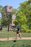 玩板球者德里公园星期天 免版税图库摄影