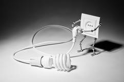 玫瑰华饰靠机械装置维持生命的人和电灯泡 免版税图库摄影