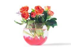 玫瑰和卷丹在花瓶 免版税库存照片