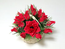 玫瑰和巧克力花束从纸 免版税库存照片