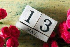 玫瑰和日历 免版税库存照片