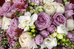玫瑰巨大的花束  免版税库存照片