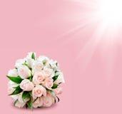 玫瑰新娘花束在桃红色背景,在角落的星的 免版税图库摄影