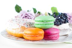 玫瑰甜点表 免版税库存照片