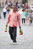 玫瑰的摊贩游人的 库存图片