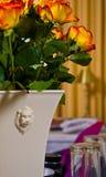 玫瑰色花瓶 图库摄影