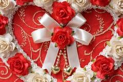 从玫瑰色花的葡萄酒心脏 库存图片