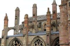 玫瑰花拱式扶垛修道院细节侧视图  免版税库存图片