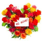 玫瑰花束在心脏形状礼品券情人节 免版税库存图片