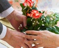 给玫瑰花束  免版税库存图片