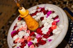 玫瑰花瓣喷泉 免版税库存图片
