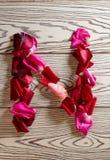 玫瑰花瓣字母表 库存照片