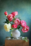 绘画玫瑰花瓶水彩 免版税图库摄影