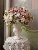 玫瑰花瓶 库存照片