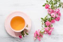 玫瑰茶和分支  免版税库存照片