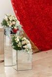 玫瑰,特别照片摊z豪华墙壁在结婚宴会的 免版税库存图片
