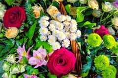 玫瑰,百合,菊花花束  免版税库存图片