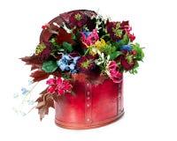 玫瑰,百合,虹膜的植物布置 免版税库存图片