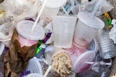 环境不友好的非生物可分解的PVC容器和st 免版税库存图片