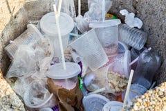 环境不友好的非生物可分解的PVC容器和st 免版税库存照片