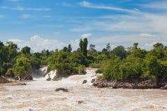 环境美化与急流在Khone Phapheng瀑布,南老挝 图库摄影