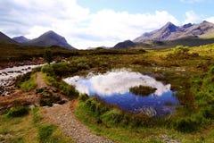 环境美化与河、沼泽湖和山在苏格兰高地 免版税图库摄影