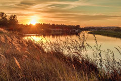 环境美化与河和日落在河co的 免版税库存图片