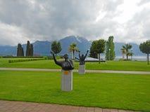 环境美化与阿尔卑斯、日内瓦湖和雕象给艾瑞莎・弗兰克林 免版税库存照片