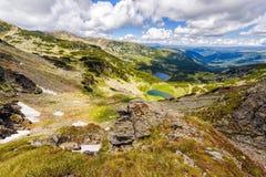 环境美化与Fagaras高地的一个冰河湖  库存图片