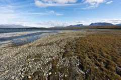 环境美化与TornetrA¤skk湖和壮年谷Lapporten, N 免版税库存图片