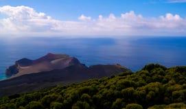 环境美化对Capelinhos火山破火山口, Faial,亚速尔群岛,葡萄牙 免版税图库摄影