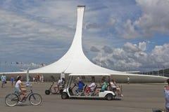 环境运输的游人在索契奥林匹克公园 库存图片