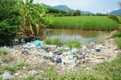 环境问题,垃圾填埋,农田,被污染 免版税图库摄影