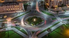 环形交通枢纽圈子路的鸟瞰图在从夜timelapse上的迪拜街市 r 股票录像