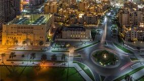 环形交通枢纽圈子路的鸟瞰图在从夜timelapse上的迪拜街市 r 股票视频