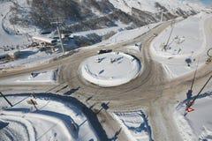 环形交通枢纽在冬天 免版税库存图片