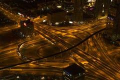 环形交通枢纽在街市的迪拜 库存图片