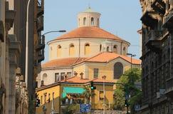 环形轧材被日光照射了大教堂在一个夏日力耶卡克罗地亚 免版税库存图片