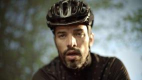 环法自行车赛的骑自行车者训练 股票视频