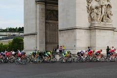 环法自行车赛,竞争在巴黎 细气管球 最后的圈子 免版税库存照片
