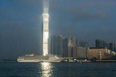 环球贸易广场-太阳的第一光芒 库存图片