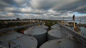现代五谷终端timelapse 电梯金属坦克  五谷干燥复合体建筑 商业五谷或种子 影视素材