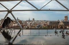 现代从庞毕度中心看的艺术品和地平线在巴黎 库存照片