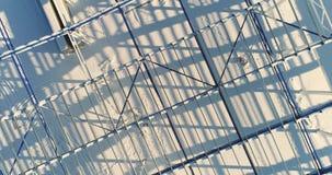 现代仓库建造场所,一个新的商业大厦的结构钢结构, a的建筑 股票视频