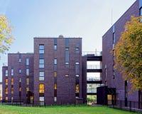 现代住宅公寓玻璃建筑学  免版税库存照片