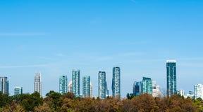 现代住宅塔在密西沙加,安大略,加拿大 免版税库存图片