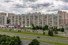 现代住宅高层房子在莫斯科新的区  图库摄影